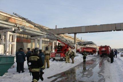 Пожар на шинном заводе в Барнауле (фото)