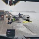 Лобовое столкновение двух легковых автомобилей произошло на трассе Барнаул – Бийск