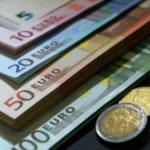 Курс евро впервые за год опустился до 69 рублей