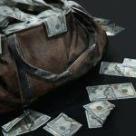 Неизвестные ограбили московского безработного на 9,5 млн рублей