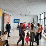 Актив ЛДПР в Бийске поздравил у ёлочки ребятишек из многодетных семей