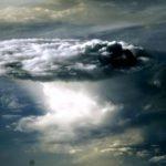 Невероятные радужные облака над Белухой показала фотограф