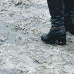 Выйти из дома и остаться в живых: как правильно падать на лед, если поскользнулся