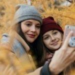 Как отмечают День матери в России и как лучше всего поздравить маму