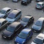 Бийчанка пожаловалась на водителей, паркующих машины в хоккейной коробке