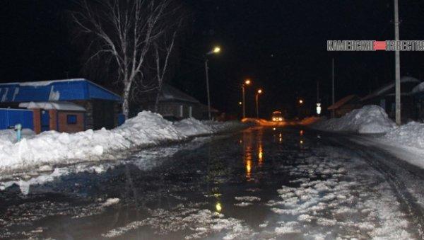 Вода затопила улицу алтайского города