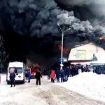Вцентре Искитима открытым пламенем горел торговый комплекс