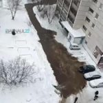 Прорыв-2020: вода затопила барнаульский двор (видео)