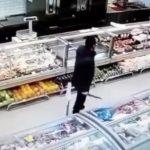 Мужчину, распугавшего ножом барнаульцев, направили к медикам