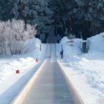 На Алтае построили мегагорку, на которой ледянки разгоняются до скорости автомобиля