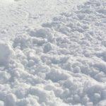 Ребенок на Алтае едва не погиб в снежном тоннеле
