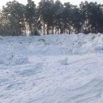 Жители Борзовой Заимки жалуются на кучи грязного снега