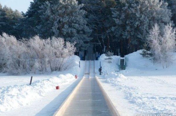 «Летишь 60 км/час». На Алтае сделали 300-метровую ледяную горку