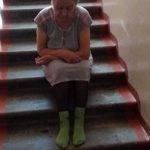 Глава алтайского СКР взял под контроль дело старушки из Бийска, которую выгнали в подъезд