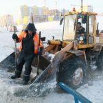 Вода вытекла на проезжую часть из-за крупной коммунальной аварии в Барнауле