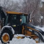 В Барнауле отрабатывают очередной снегопад, подкреплённый морозцем