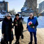 Активисты ЛДПР в Бийске раздавали розы в День всех влюбленных