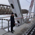 Жители Алтайского края сбросили с моста девушку