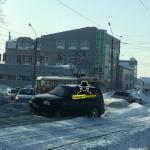 Легковое авто и трамвай столкнулись в Барнауле