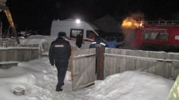 В Алтайском крае пожарные вытащили из огня многодетную семью