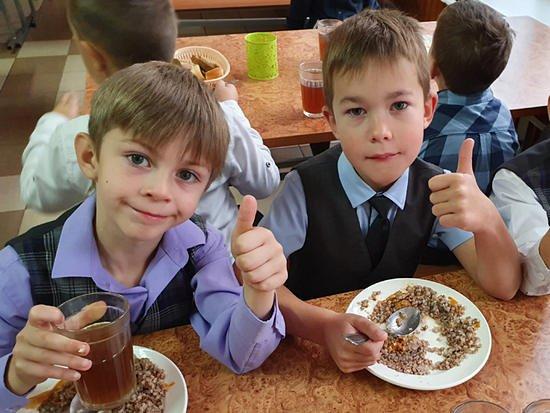 370 миллионов рублей направили на обеспечение жарким питанием обучающихся исходных классов Барнаула
