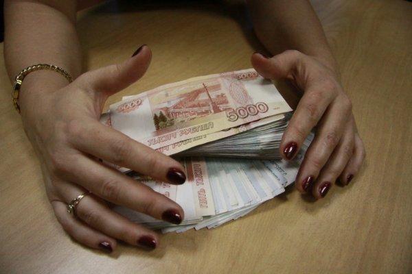 Житель Барнаула перевел практически миллион рублей жуликам, когда пробовал спасти свои средства