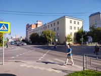 На людном барнаульском перекрестке организовали первую в городе диагональную «зебру»