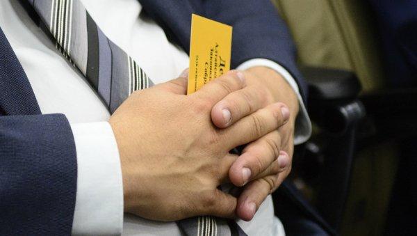 «Недержите зла»: алтайские депутаты напрощание признавались влюбви иизвинялись заобиды