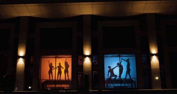 Танцы на окнах: в барнаульском театре устроили уникальный батл