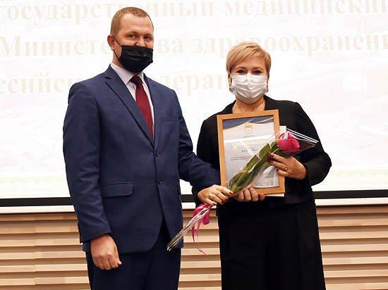 АГМУ получил свидетельство о занесении коллектива вуза на Доску почёта Центрального района Барнаула