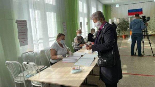 Алтайские избиратели активно голосуют в первый день больших выборов