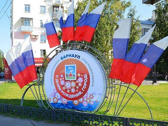 Барнаул празднично украсили ко Дню города