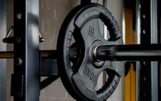 Бийчанка во время тренировки в спортзале лишилась золотых серег