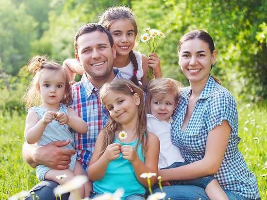Более 17,5 тысячи алтайских семей получают ежемесячные выплаты при рождении третьего ребенка