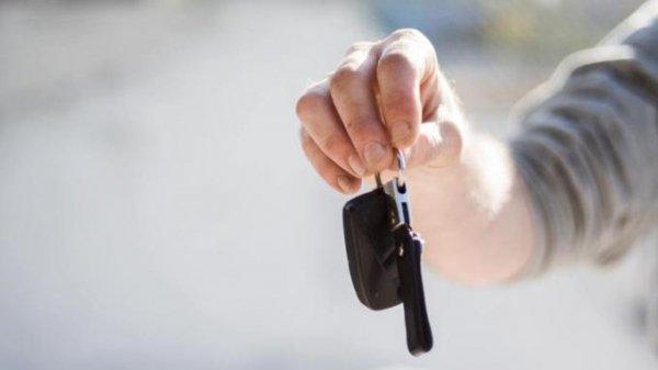 """""""Цыганский табор"""". Как люди едут в Барнаул за новым авто, а получают """"рабский"""" кредит"""