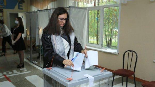 """""""Единая Россия"""" набирает почти 50% голосов на выборах в Госдуму"""