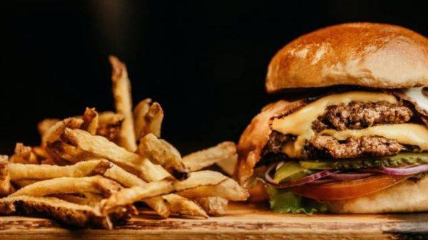 Эксперт назвала продукты, которые лучше не есть после 30 лет