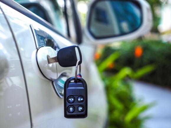 """Как люди едут в Барнаул за новым авто, а получают """"рабский"""" кредит"""