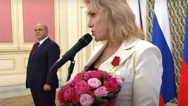 Мария Шукшина резкими высказываниями заставила Мишустина онеметь навручении госнаград