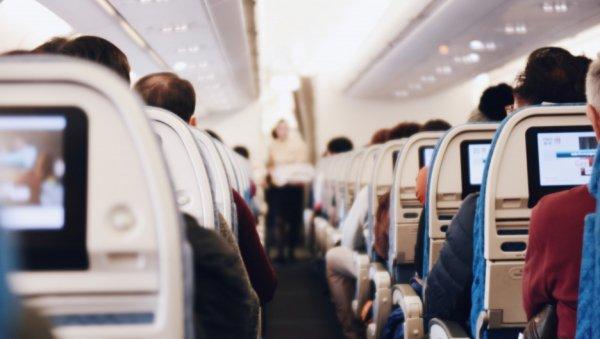 «Пилоты встали иушли»: жительница Барнаула провела ночь всамолете вожидании вылета