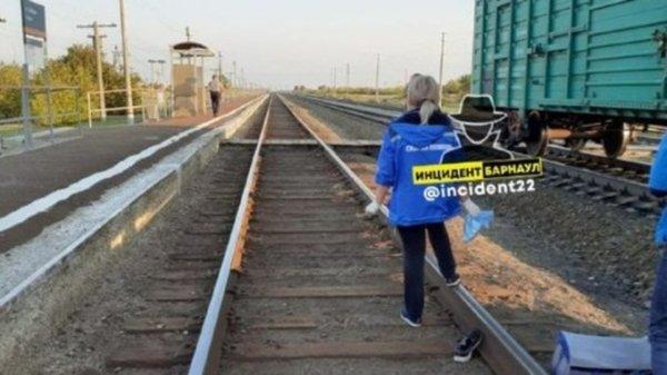 Поезд насмерть сбил молодого человека в Алтайском крае