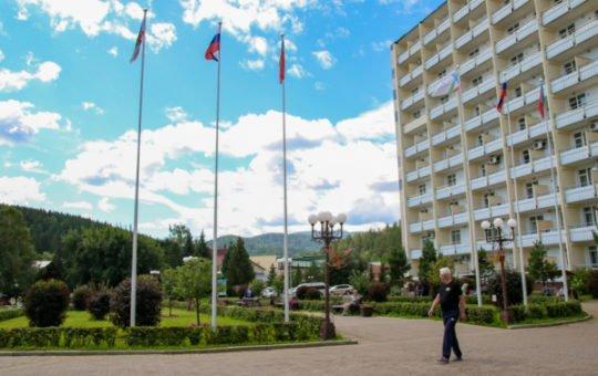 Сколько туристов посетило Алтайский край в 2021 году?