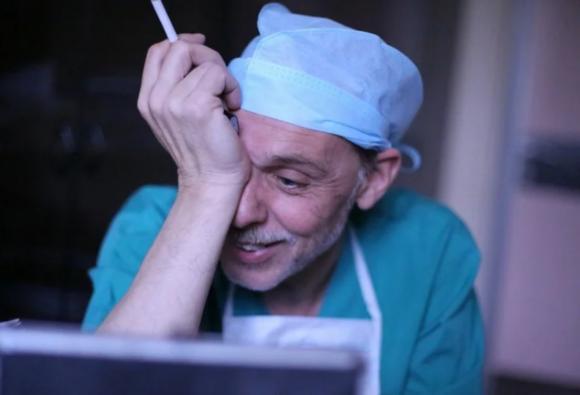 Соцсети: В Бийске пьяный врач проткнул щеку пострадавшему в ДТП пациенту