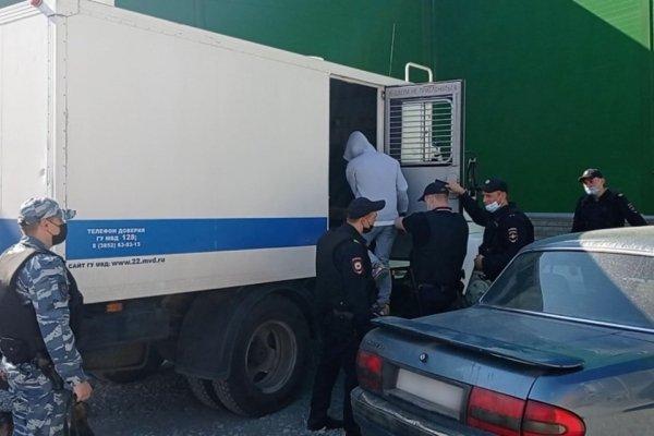 Тысяча украшений на четверых: подробности многомиллионной кражи из ювелирного отдела ТЦ «Лето» в Барнауле