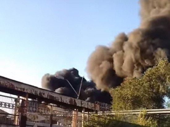 В Барнауле серьезный пожар вызвал перебои с электричеством