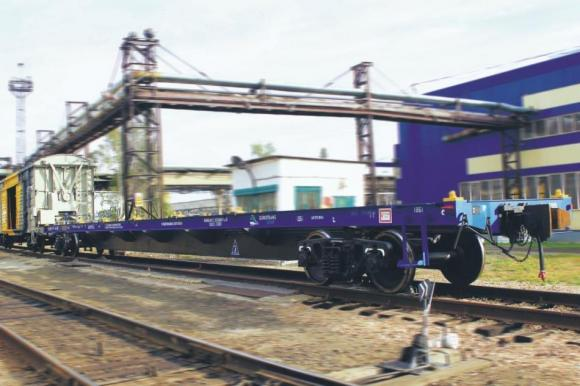 Алтайский завод начал выпускать новые вагоны-платформы