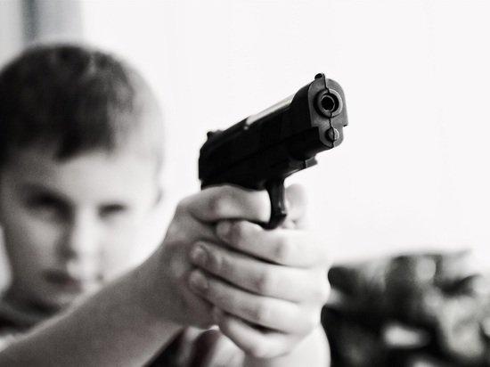 Двух барнаульцев обвиняют в разбойном нападении на четырех подростков