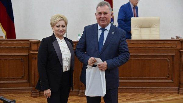 Единороссы согласились отдать оппозиции несколько портфелей в АКЗС