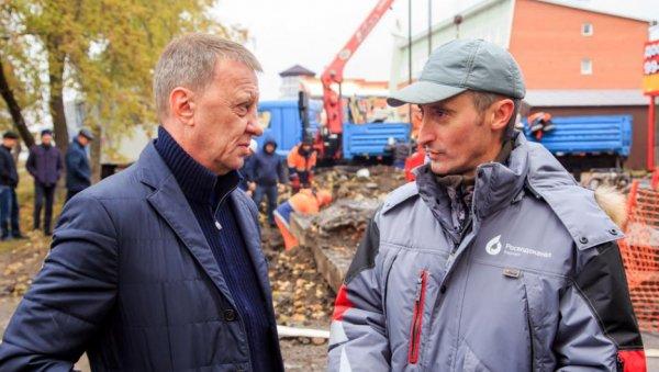 Глава Барнаула посетил «раскопки насетях» иобъяснил решение отключить воду насутки именно ввоскресенье