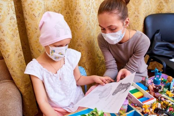«Горюем по волосам и покупаем бандану»: будни детского онкопсихолога